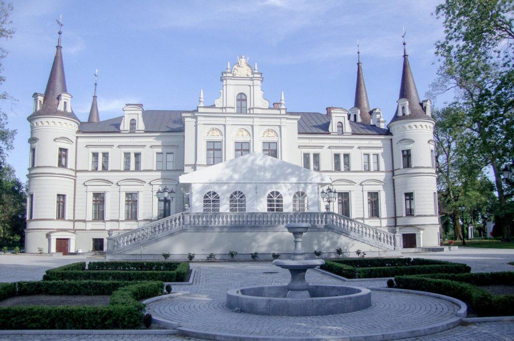 Pałac z namiotem weselnym