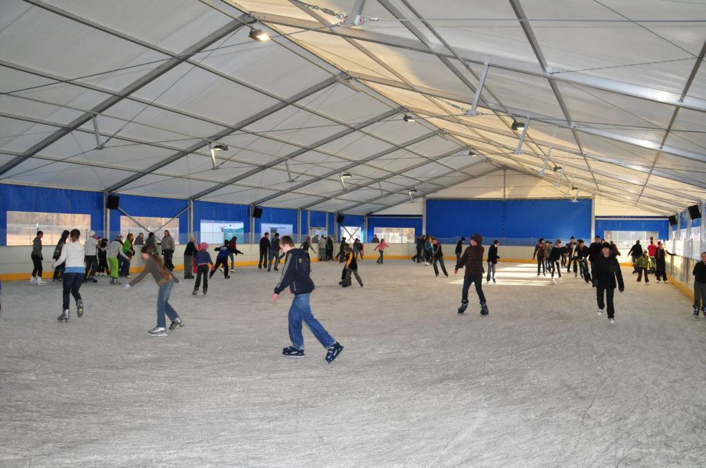 Hala namiotowa z lodowiskiem