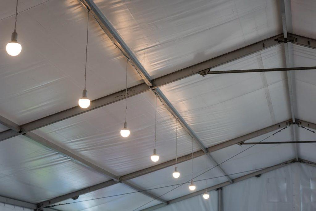 Oświetlenie hali namiotowej